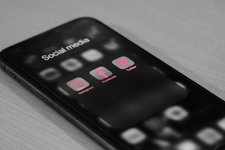 Social media aps displayed on phone